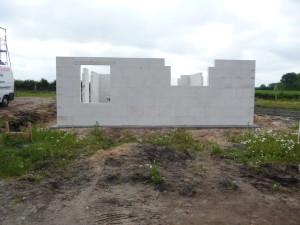2012-06-26 die Außenmauern für das EG stehen