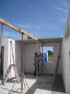 2012-07-04 Die Zwischendecke wird aufgelegt