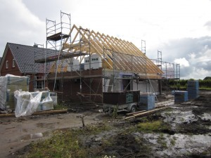 2012-07-12 Der Dachstuhl ist gerichtet