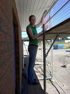 2012-08-11 Wir streichen die Dachüberstände