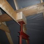 Stahlstützenverstärkung über der Tür zum Ankleideraum