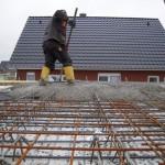 Fleißig Beton verteilen