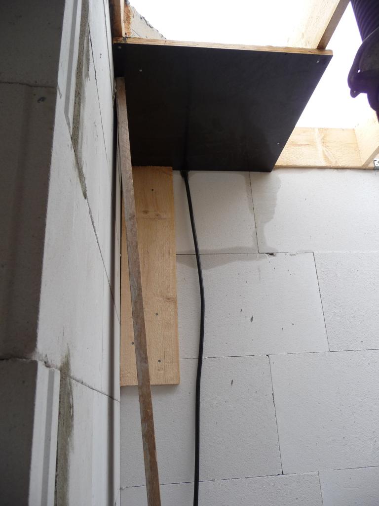 Das Dreieck von unten, noch mit einer Platte fixiert
