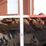 Die Kante gemessen: ca. 70cm Höhe des Nachbarhauses