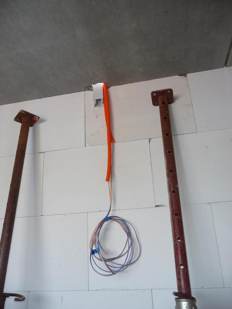 audio kabel f r boxen in der decke jetzt wird gebaut bautagebuch. Black Bedroom Furniture Sets. Home Design Ideas