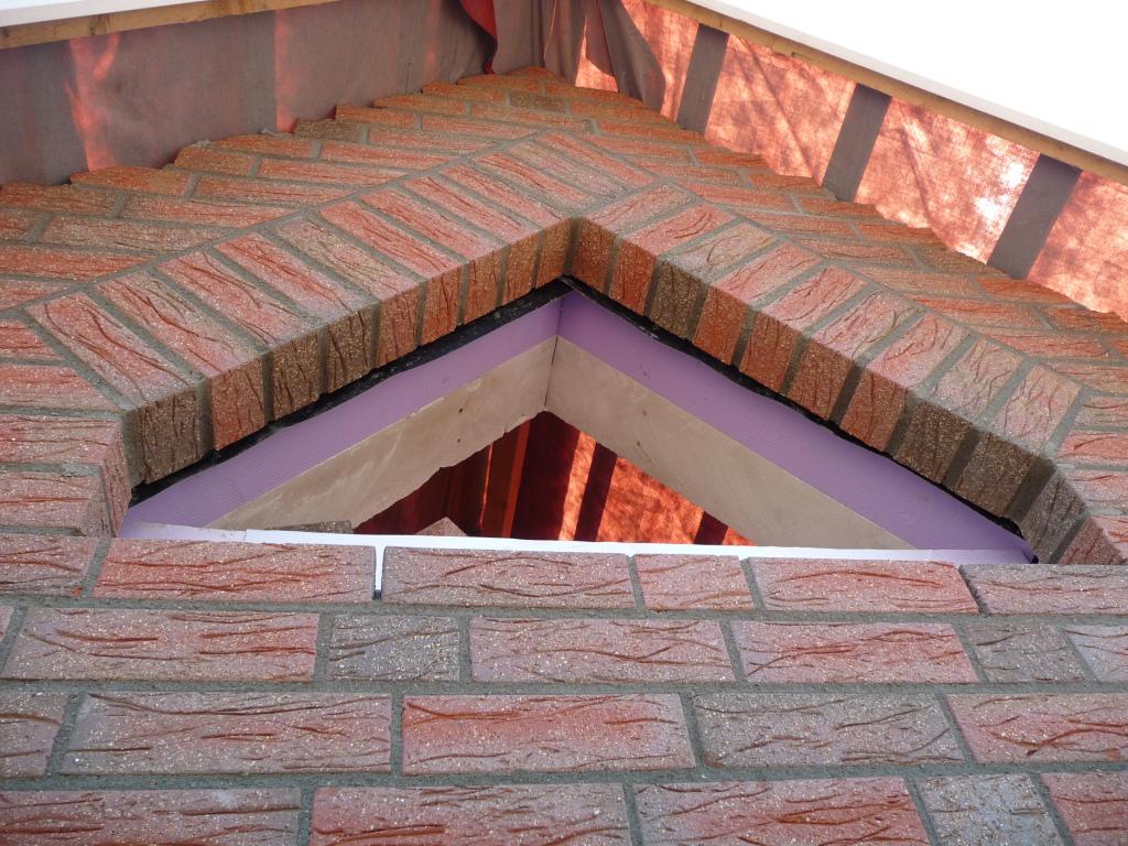 dreiecksfenster im spitzgiebel westseite jetzt wird gebaut bautagebuch. Black Bedroom Furniture Sets. Home Design Ideas