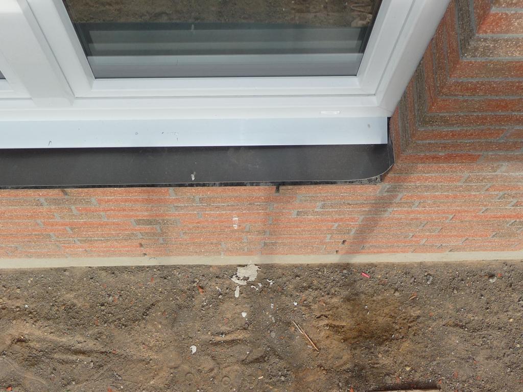 Supersache, zu viel Fenstermörtel und den Verblender vollgeleckert - aber ja gleich wieder pflichtbwusst entfernt, wie man sieht - Pfeifen!