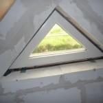 Dreiecksfenster im Spitzboden - leider nicht zu öffnen, was uns verwundert!?