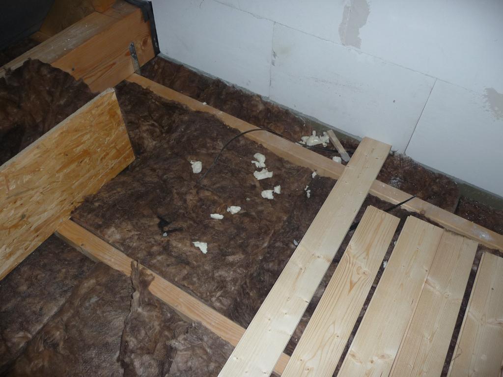 Fensterbauermüll in der Dämmung auf dem Spitzboden - was soll denn sowas?