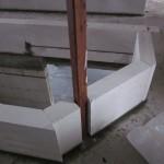 Stahlträger über dem Dreieck