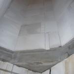 Das übermauerte Dreieck über dem Treppenpodest erweitert das Zimmer im OG