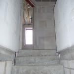 Von der Treppe gehts direkt seitlich ins Badezimmer