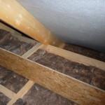 Der Spitzboden aus der Nähe - hier der gedämmte Rohrkasten der Heliosrohre