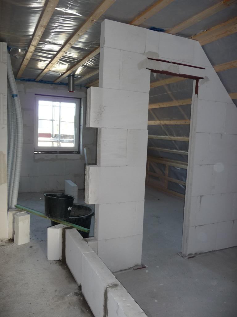 ankleidezimmer nun ist der abstand von der t rzarge genauso gro wie die t r breit. Black Bedroom Furniture Sets. Home Design Ideas