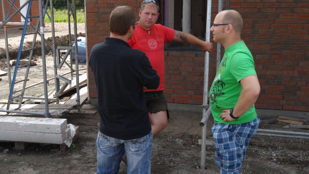 Gespräche mit dem Bauleiter und den Zimmermännern