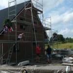 Dachdecker und Zimmermann auf dem Weg nach oben
