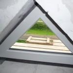 """Dreiecks""""fenster"""" auf dem Spitzboden - leider nicht zu öffnen :("""