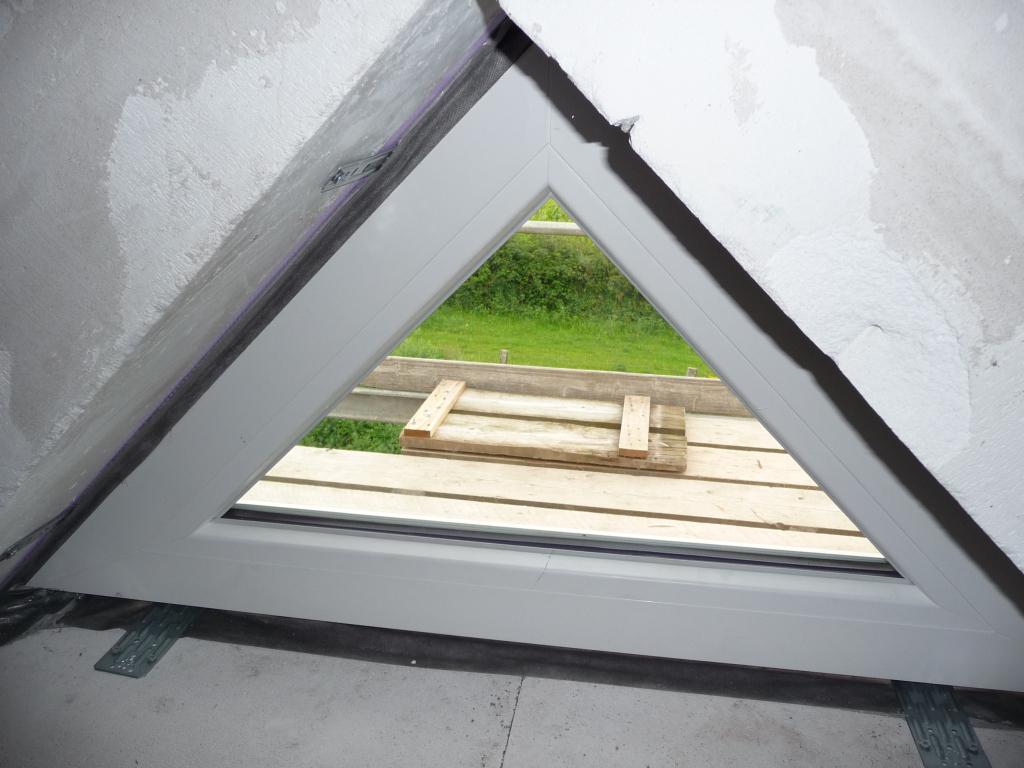 dreiecks fenster auf dem spitzboden leider nicht zu. Black Bedroom Furniture Sets. Home Design Ideas