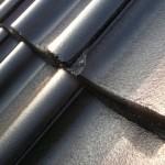 Abgeplatze Ecken in den Dachpfannen