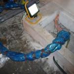 Das Serverpodest haben wir gereinigt und die Kabel gebündelt geschützt