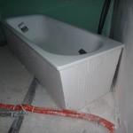 Die Badewanne ist positioniert und fixiert (26.09.2012)