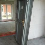 Eine Bautür wurde geliefert - aber nicht installiert... Pfeifen