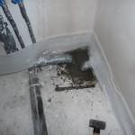 Duschwasser- und Abwasseranschluss im Bad im OG
