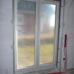 Fenster haben Leisten und sind zugeklebt