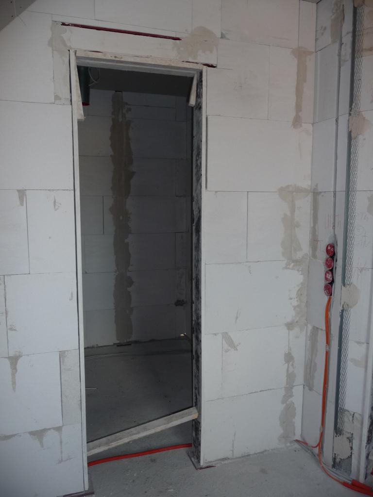 Die Türen im OG sind schon mit Holz eingeschalt