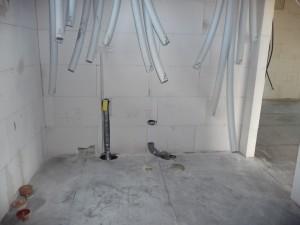 Erste Sanitärvorbereitungen im HTR