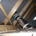 Platzsparende Verbauweise im Dachboden (Ost-Spot)