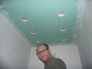 Lampenlöcher gebohrt