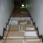 Die Treppe wurde mit allen Kartons und viel Kreppband abgeklebt (29.10.2012)