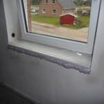Fensterbank im Schlafzimmer