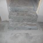 Sauber glatt geschliffene Treppenstufen, bereit zum Fliesen