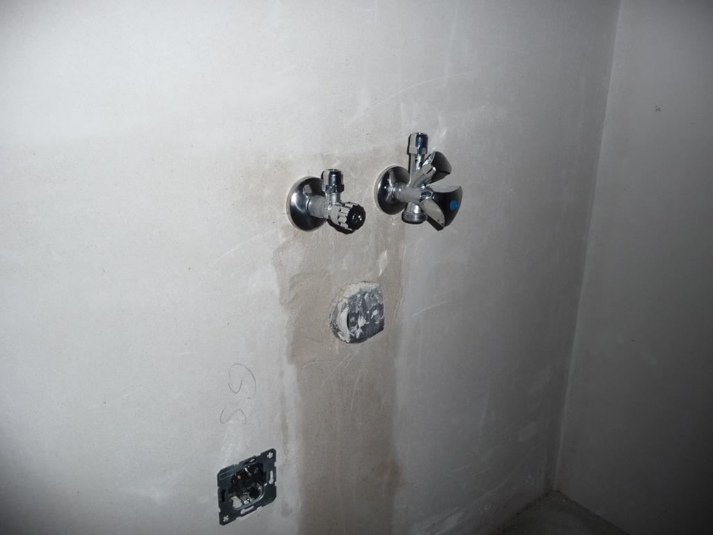 wasserh hne f r waschbecken und geschirrsp ler sind angebracht jetzt wird gebaut bautagebuch. Black Bedroom Furniture Sets. Home Design Ideas