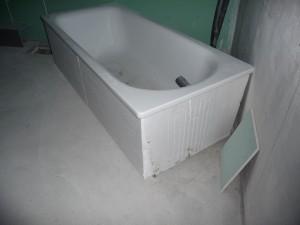 Der korrigierte Badewannenkörper, nun mit senkrechten Wänden zum einfachen Fliesen und Abmauern