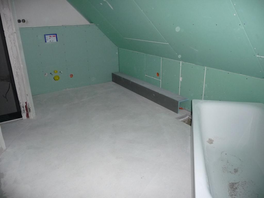 badezimmer mit geplantem rohrkasten dieser wird aber. Black Bedroom Furniture Sets. Home Design Ideas