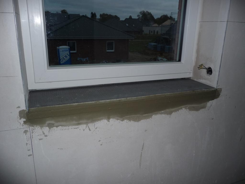 Fensterbank im Badezimmer oben wurde wieder entfernt und für