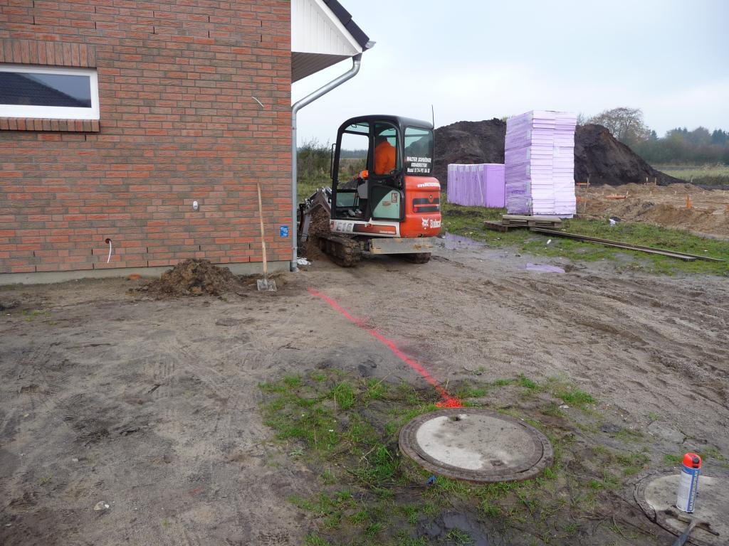 Abwasserarbeiten beginnen mit dem ersten Graben