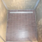 Boden der normalen Dusche gefliest