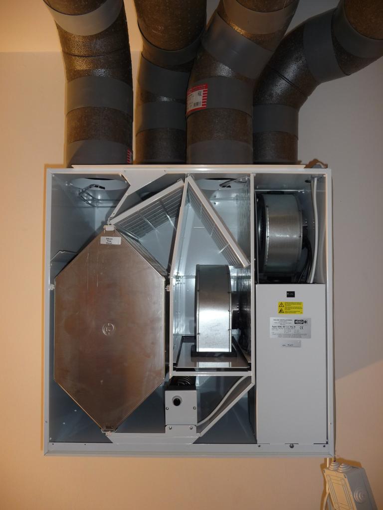 Im Inneren der Helios KWL EC 500 Pro R sieht es luftig aus