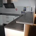 Tag 2 - die Küche steht, hier der Tresen, die Platte muss nochmal besser befestigt werden