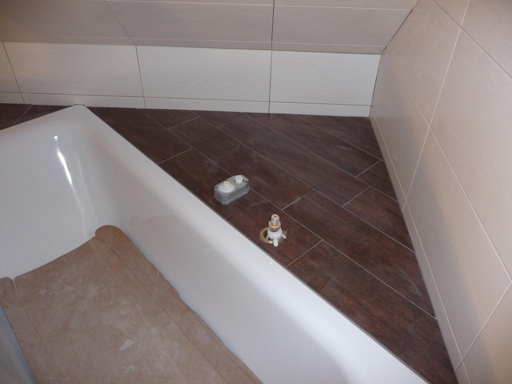 Gelungene Abmauerung mit Badewannenamaturen