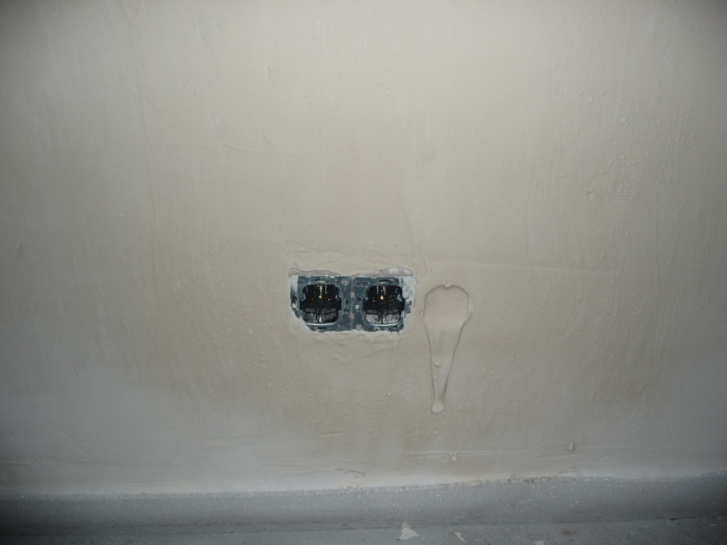 Megsadreiste Schlamperei der Putzer im Kinderzimmer, hier verlange ich eine neu verputze Wand - FRECHHEIT