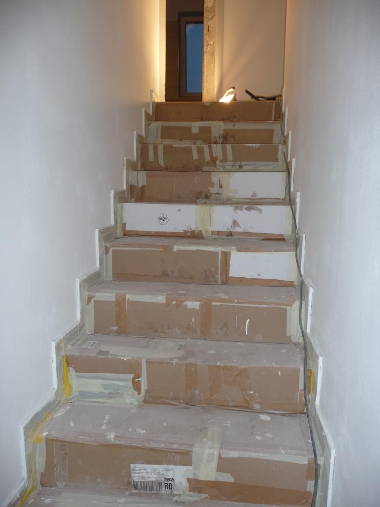 Abgeklebte Treppe kurz vor der Befreiung