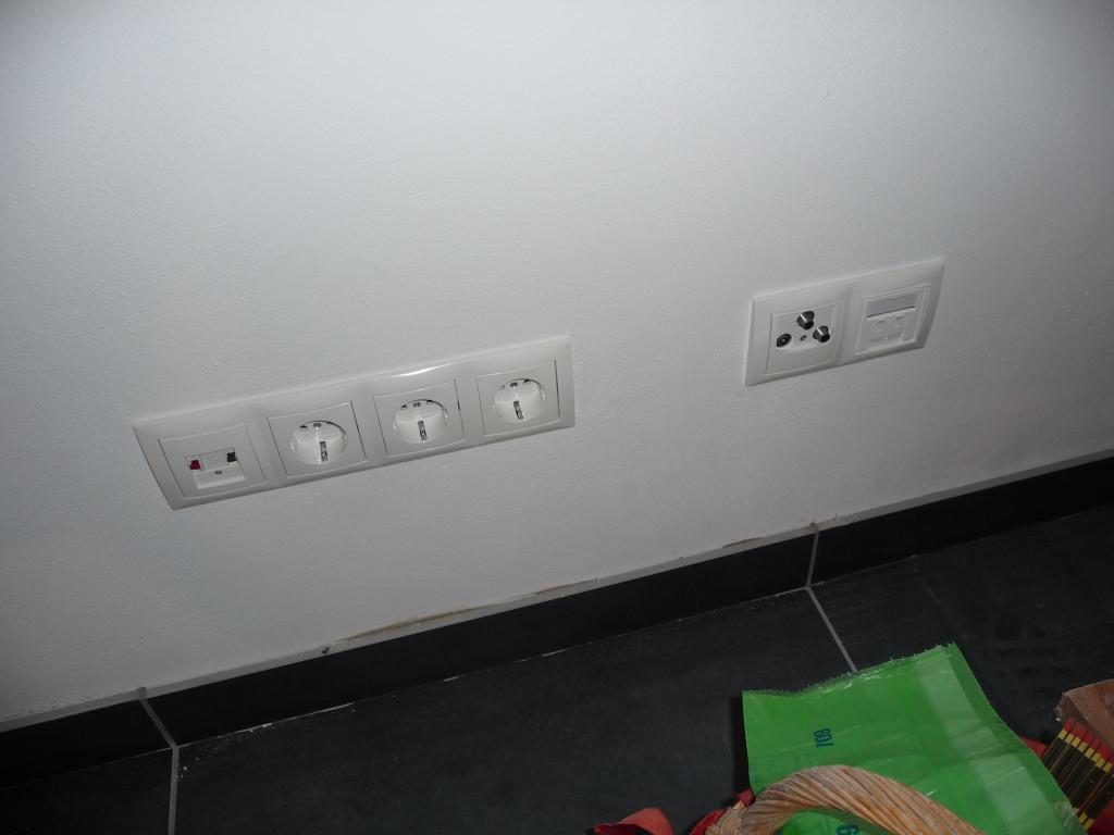 Mehr Steckdosen und Schalter