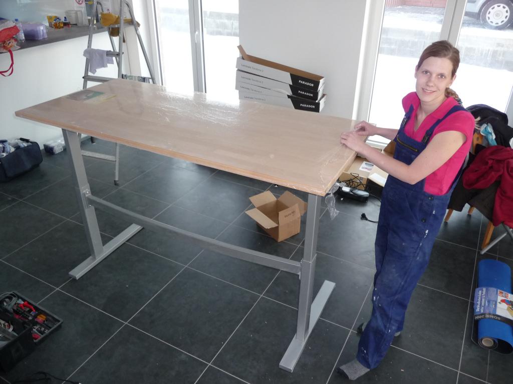 Spontan im Baumark ne Tischplatte gekauft und fertig ist der neue höhenverstellbare Schreibtisch