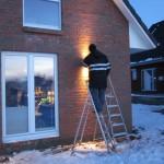 Außenlampen bei Minusgraden aufhängen