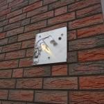 LED-Beleuchtete Hausnummer anbringen